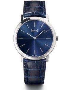 Perfectly blending ultrathin design style and deep blue element, matching the white gold material, this replica Piaget watch brings you the best visual effect.