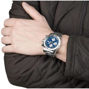 With the combination of blue dial and steel case and bracelet, this replica Breitling looks more with an elegance.