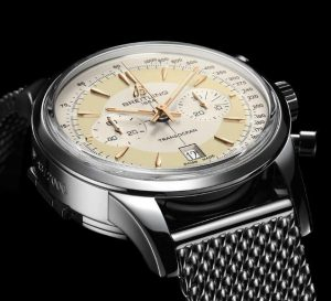 The 43 mm replica Breitling Transocean AB015412 watches have silvery dials.