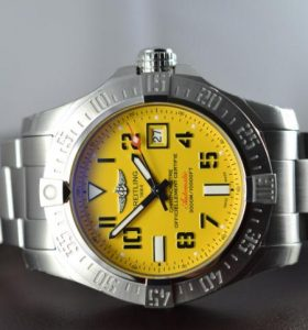 The 45 mm replica Breitling Chronomat A1733110 watches have yellow dials.