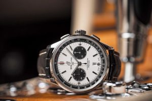 The 42 mm copy Breitling Premier B01 Chronograph 42 watches have white dials.