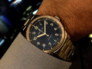 The stainless steel replica Breitling watches have blue dials.