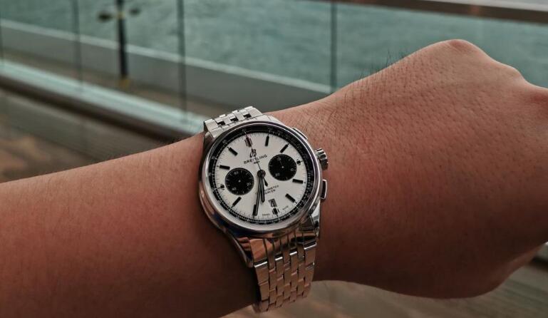Swiss-made replication watches online present modern effect.