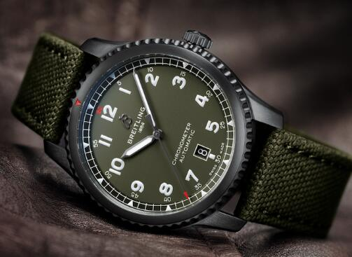 With the black case and green dial, the best copy Breitling has attracted many watch lovers.