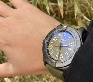 Cheap replica watches appear new with attractive green color.